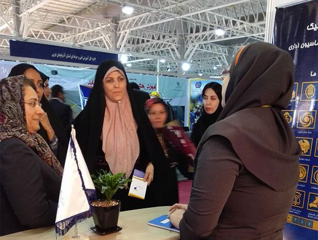 بازدید خانم مولاوردی، معاون ریاست جمهوری در امور زنان و خانواده از غرفه گام الکترونیک