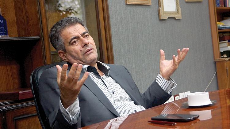 علاقه وی به محتوا، خط و رسانه های فارسی در فضای مجازی نشانه غیر قابلی از تفکر مدرنش درباره رویه سنتی سخنانش به شمار می آید